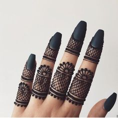 Top Simple Mehndi Designs - Easy-Peasy Yet Beautiful! Finger Henna Designs, Simple Arabic Mehndi Designs, Henna Art Designs, Mehndi Designs For Girls, Indian Mehndi Designs, Mehndi Designs For Beginners, Mehndi Designs For Fingers, Mehndi Design Pictures, Latest Mehndi Designs