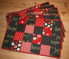 58 Ideas for sewing christmas placemats place mats Quilted Table Runners Christmas, Christmas Patchwork, Christmas Placemats, Christmas Runner, Table Runner And Placemats, Christmas Fabric, Christmas Mugs, Xmas, Christmas Table Mats