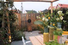 Tessa en Veljko weten niet zo goed wat ze met hun tuin aanmoeten. Er is namelijk zoveel te bedenken, dat ze er een beetje keuzestress van krijgen. Gelukkig kunnen wij wel iets met hun wensen... Zie hier deel 2 van deze tuinmaak-over!