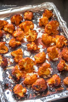 Tandoori gobi or tandoori cauliflower is my vegetarian take on the flagship recipe of Tandoori chicken and it proved to be totally mind-blowing! Gobi Recipes, Andhra Recipes, Indian Food Recipes, Beef Recipes, Vegetarian Recipes, Snack Recipes, Ethnic Recipes, Vegetarian Grilling, Healthy Grilling Recipes