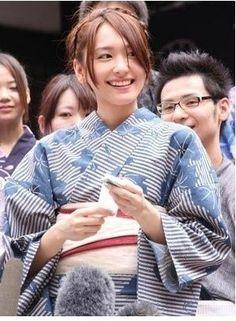 新垣結衣/Yukata Cute Japanese Girl, Japanese Geisha, Japanese Models, Japanese Beauty, Japanese Kimono, Asian Beauty, Asian Woman, Asian Girl, Girl Artist