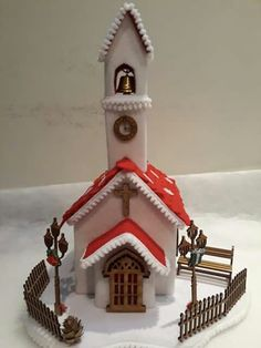 Christmas Villages, Christmas Home, Felt Crafts, Diy And Crafts, Cute Little Houses, Miniature Houses, Cake Tutorial, Xmas Ornaments, Gingerbread