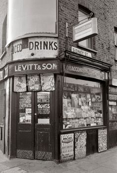 by Frederick Wilfred - Sidney Street London Vintage London, Old London, East London, London Pubs, Vintage Photography, White Photography, Street Photography, Old Photos, Vintage Photos