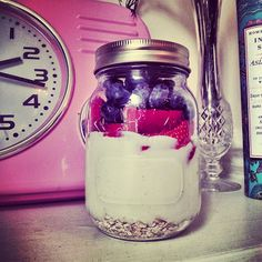 My Slimming World Adventure: Overnight Oats! (Magic Porridge) this is really filling. Very tasty Slimming World Free, Sliming World, Slimming World Breakfast, Be Natural, Slimming World Recipes, Skinny Recipes, Low Calorie Recipes, Crumpets, Yummy Food