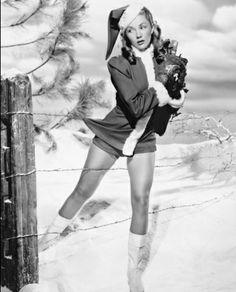 typical pin up situation Vintage Christmas Photos, Retro Christmas, Vintage Holiday, Little Christmas, Christmas Pictures, Vintage Photos, Christmas Classics, Vintage Menu, Vintage Ephemera