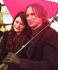 """Emilie de Ravin and Robert Carlyle on the set of """"Once Upon A Time"""" Belle And Rumplestiltskin, Rumple And Belle, Rumpelstiltskin, Robert Carlyle, Once Upon A Time, Emilie De Ravin, Smallville, Ouat, Reign"""