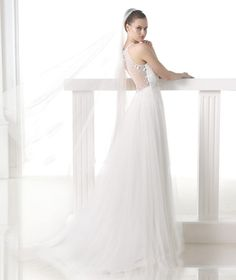 MELIT- Wedding dress with halter neck and opening. Collection 2015 MODERN BRIDE | Pronovias