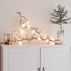See more ideas about Christmas diy, Christmas decorations and Christmas inspiration. Christmas Interiors, Christmas Home, Christmas Coffee, Light Decorations, Christmas Decorations, Holiday Decor, Christmas Branches, Tree Branches, Deco Table Noel