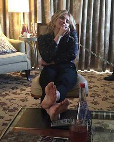 For fans of actress Chloë Grace Moretz. Beautiful Celebrities, Beautiful Actresses, Chloe Grace Moretz Feet, Chloe Morets, Girl Soles, Teen Feet, Foot Pics, Chloe Bennet, Barefoot Girls