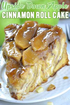 Upside Down Apple Cinnamon Roll Cake Caramelized apples on top of a cinnamon roll make this dessert such a fall treat! This Giant Apple Pie Cinnamon Roll is delicious fun to make a sure showstopper! Köstliche Desserts, Apple Desserts, Delicious Desserts, Chocolate Desserts, Baked Apple Dessert, Southern Desserts, Apple Cakes, Flourless Chocolate, Carrot Cake