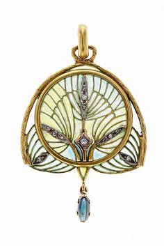 Lluís Masriera Rosés (1872-1958). Colgante con estilizaciones vegetales. C. 1915-1920. Oro con vistas en platino, esmalte, diamantes y un zafiro. s.l.