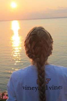 vineyard vines-- dude @Elizabeth Landon !! look at this!! isn't this amazing!! one day when my hair is super long i'll come to you for this! ;) lol