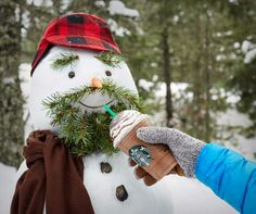 Starbucks Frappuccino for a manly snowman. How cute is this snow man? He's so manly with his beard and buffalo plaid hat! Great idea with the evergreens! Snow Activities, Winter Activities For Kids, I Love Snow, Snow Fun, Cute Snowman, Christmas Snowman, Christmas Is Coming, Christmas Time, Outdoor Christmas Decorations