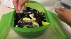 Mejillones al vapor con vino blanco en estuche Lekue - YouTube Food N, Food And Drink, Cooking Recipes, Healthy Recipes, Food Humor, Fish And Seafood, Food Hacks, Sin Gluten, Great Recipes