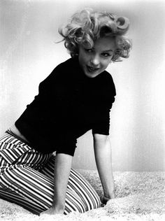 """Marilyn Monroe photographed by Ben Ross in Said Ross in an interview later, """"She was very charming, once she got there. A person with heart, not the usual Hollywood person. Hollywood Glamour, Classic Hollywood, Old Hollywood, Fotos Marilyn Monroe, Marilyn Monroe Style, Marilyn Monroe Outfits, Photos Rares, Brigitte Bardot, Serge Gainsbourg"""