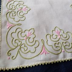 Crewel Embroidery, Diy Embroidery Patterns, Embroidery Works, Bordados Tambour, Kamiz, Small Flowers, Diy And Crafts, Couture, Crochet
