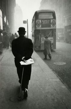 I'm such an anglophile hehe maybe genetic hehe (Robert Frank Photo) London 1952