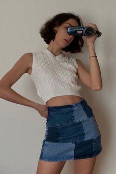 Pieghe, balze, denim, sportive, cutout, mod, a-line: le minigonne estive di quest'anno si ispirano più che mai al vintage. Ecco i 5 stili top! (Foto: saraaperr) Vintage Trends, Retro Outfits, Denim Skirt, Street Style, Skirts, Fashion, Moda, Throwback Outfits, Skirt