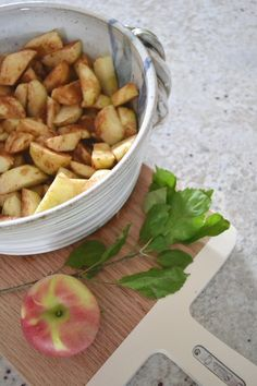 The topping on this apple crisp is packed with crumbly goodness. The perfect fall dessert. Recipe includes modifications for different types of apples. Best Apple Crisp, Apple Crisp Recipes, Good Food, Yummy Food, Delicious Desserts, Dessert Recipes, Dessert Ideas, Apple Desserts, Fruit Recipes