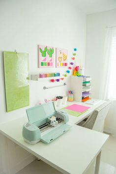 Organize Your Craft Room This Fall! Hey, everyone! Lilly, from The Creative Heart Studio here to share a few tips on organizing your craft room for fall.Today, I'm going to show you a few ways I organize my craft room to be as effici… Craft Room Desk, Cricut Craft Room, Craft Room Storage, Craft Organization, Desk Storage, Storage Ideas, Small Craft Rooms, Cricket Crafts, Craft Station