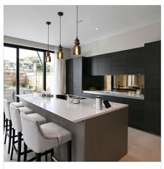 A good thinking out ergonomic kitchen is designed round both the homes occupants and the mode they use the kitchen. A design that fits around their precise movements and needs is essential. Smart Kitchen, New Kitchen, Kitchen Dinning Room, Kitchen Living, Kitchen Decor, Best Kitchen Designs, Modern Kitchen Design, 2019 Kitchen Trends, Style At Home