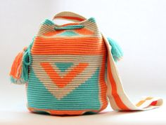 Картинка Tapestry Crochet Patterns, Crochet Dolls Free Patterns, Wiggly Crochet, Knit Or Crochet, Mochila Crochet, Sweet Bags, Tapestry Bag, Fabric Purses, Crochet Purses