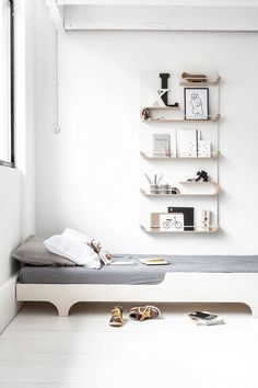 XL shelf I have to share this amazingly cool new shelf collection that I discovered today! It´s from Rafa-kids and is designed for children, but in my head it will work just as good for adults. The co