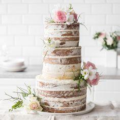So bereitest du eine Naked-Cake-Hochzeitstorte zu - Vegan Wedding Cake Fondant Wedding Cakes, Cool Wedding Cakes, Fondant Cakes, Wedding Sweets, Wedding Rings, Cheesecake Wedding Cake, Vegan Wedding Cake, Drip Cakes, Food Cakes