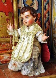 niño Jesùs  vestido de cura