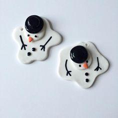 Hvad siger I så.... Smeltede snemænd ophæng hi hi ligesom spejlæg ik #porcelæn #porcelain #ceramics #keramik #madebyme #snowmen by galleripetz