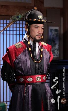 Lord Seo, the commander in charge of investigations in Dong Yi. At first I wasn't quite sure of this character, but he really grew on me by the end of the series.