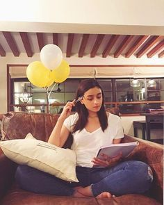 Alia Bhatt Is Looking Forward To Meetings And Reading Sessions After The Lockdown For This Reason Alia Bhatt Varun Dhawan, Aalia Bhatt, Alia Bhatt Cute, Alia And Varun, Zara, Beautiful Bollywood Actress, Beautiful Actresses, Cute Photography, Bollywood Stars