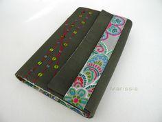 Protège-livre grand format fait main en tissu vert et tissu motifs mandalas colorés : Autres papeterie par marissia