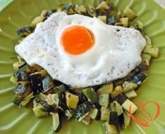 Uova al tegamino su dadolata di zucchine http://www.cuocaperpassione.it/ricetta/c52b1f4c-9f72-6375-b10c-ff0000780917/Uova_al_tegamino_su_dadolata_di_zucchine