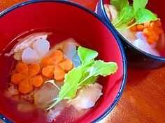 「祖母の味!鶏だしのお雑煮」祖母がお正月に作ってくれた、懐かしいお雑煮です。鶏に焼き目をつけてから煮るので、香ばしい鶏のおだしがとれますよ。【楽天レシピ】