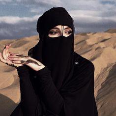 Beautiful Muslim Women, Beautiful Hijab, Beautiful Eyes, Beautiful Dresses, Arabian Women, Arabian Beauty, Iranian Women Fashion, Arab Fashion, Hijabi Girl