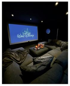Home Theater Room Design, Movie Theater Rooms, Home Cinema Room, Home Room Design, Dream Home Design, Home Theatre, Cinema Room Small, Basement Movie Room, Theater Room Decor