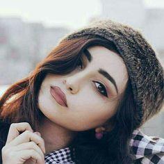 • هي تقول انا لا اهتم ، ولكن عينها تقول قصه اخرى .