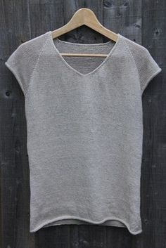 Sew T-Shirt Knitted Linen T-shirt - Just as the summer drew to a close, my summer knitting project was finally finished. It's a heavily modified version of the Clearwing pattern that I have used before, this time with linen yar… Knitting Pullover, Knitting Yarn, Knitted T Shirt, Knitting Machine, Summer Knitting Projects, Linen Tshirts, Summer Sweaters, How To Purl Knit, Knit Patterns