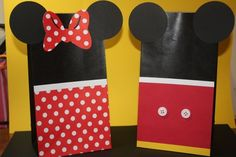 Mickey and Minnie party favor bags!  Whether you do know the sex of the baby or not these would make cute gift bags or favor bags for a Disney themed shower.    #PampersPinParty