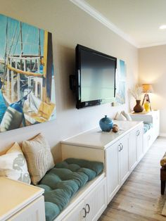 Love this built-in unit with the 2 cushioned benches!