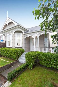 Exterior paint colors for house weatherboard porches 66 ideas Exterior Paint Schemes, Exterior Paint Colors For House, Paint Colors For Home, Exterior Colors, Exterior Design, Paint Colours, Edwardian House, Victorian Homes, Victorian Porch