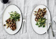 Kantareller på ristet brød med vesterhavsost og urter | Bobedre.dk