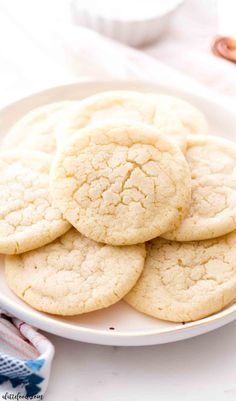 My favorite sugar cookies start with this chewy sugar cookie recipe! They're soft yet chewy, full of buttery vanilla flavor, and begin with a no chill sugar cookie dough. To me, they are the perfect sugar cookie recipe! #dessert #cookie #recipe #homemade #easy Sugar Cookie Recipe No Chill, Favorite Sugar Cookie Recipe, Homemade Sugar Cookies, Chewy Sugar Cookies, Sugar Cookie Dough, Sugar Cookies Recipe, Edible Cookies, Chip Cookies, Easy Baking Recipes