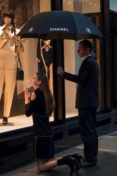 El culto a las marcas: «Paris's Avenue Montaigne, en la lente de Nigel Shafran».