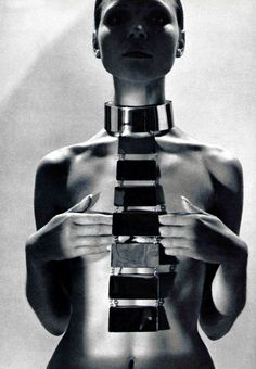 1969. L'officiel. Huge metallic necklace by Pierre Cardin. Photo by Roland Bianchini (B?)