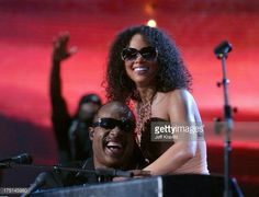 Photo d'actualité : Alicia Keys and Stevie Wonder perform 'Higher...
