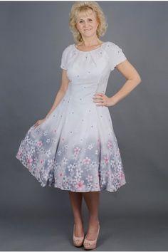 Šedé šifonové šaty LAURA šaty mají kulatý výstrih se sklady raglánové  rukávky klasický princess střih s eaee4fe55f