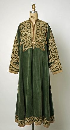 Inspiration for Northern Ásaterran fashion., Afghan kaftan in velvet and gold embroidery). Historical Costume, Historical Clothing, Satin Duchesse, Boho Fashion, Vintage Fashion, Vintage Outfits, Hippy Chic, Quoi Porter, Afghan Dresses