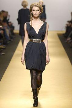 Alberta Ferretti Fall 2006 Ready-to-Wear Fashion Show - Angela Lindvall